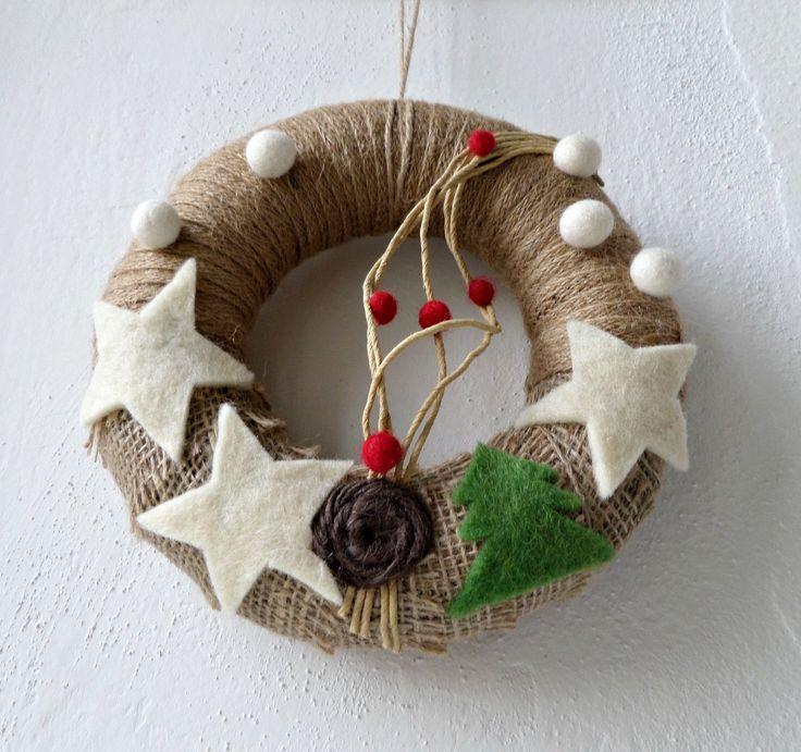 Zimní  věnec s plstěnými dekoracemi