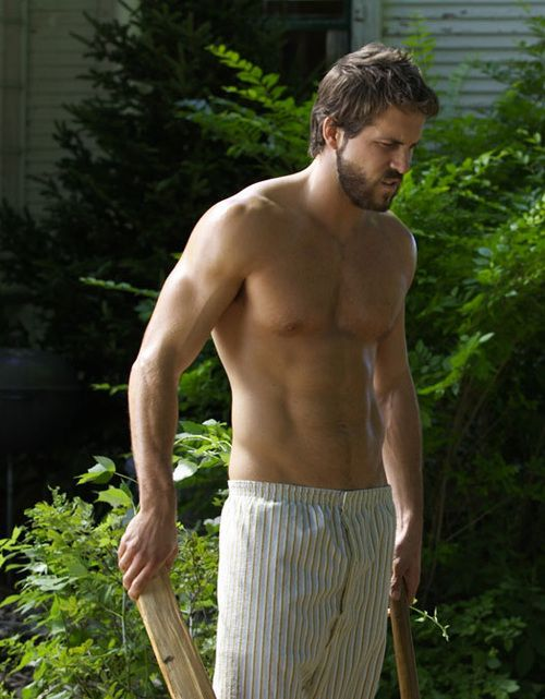 Ryan Reynolds in Amityville Horror ;) Mmm Scary Sexy ;)