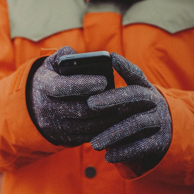 Ideally nothing would distract you on the mountain, but we know life is filled with texts and photo opportunities. Screen GrabⓇ technology keeps your fingers warm through it all. Even better, it's featured on almost every single glove and mitt we make.