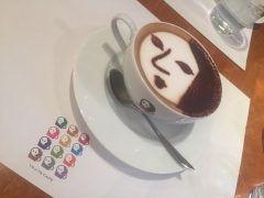 昨日は日帰り仕事で京都に行ってきました お世話になっている店舗のカフェで一息 顔ロゴのカプチーノ うん   美味しい  #よーじや #よーじやカフェ #あぶらとり紙 #京都  tags[京都府]