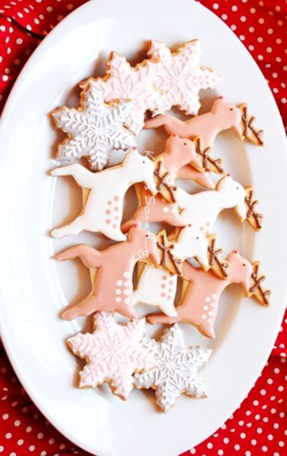 pastel pink reindeer cookies for 2013 christmas, christmas reindeer cookies #Christmas #reindeer #cookies www.loveitsomuch.com