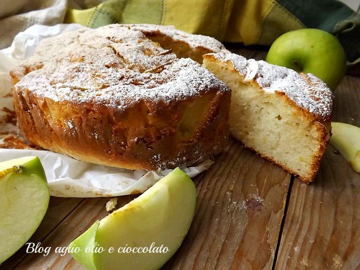 La torta di mele e limone frullati è dolce profumatissimo, molto morbido e molto semplice da fare non servono le fruste elettriche