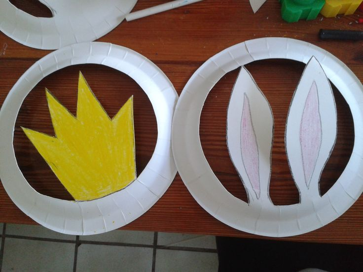 sombreros hechos con platos de papel!! actividad muy fácil, lo mas complicado encontrar los platos pero una vez los tienes dibuja contorno, pinta, y corta!! que lo hagan ellos en la medida de lo posible claro!! taller sombreros www.demimami.com