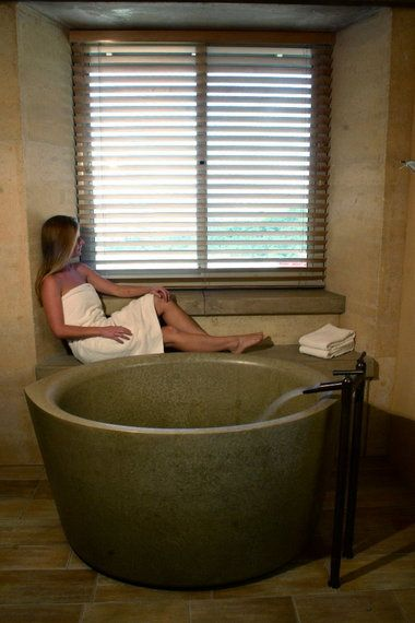 Best 25 japanese soaking tubs ideas on pinterest for Small japanese soaking tubs small bathrooms