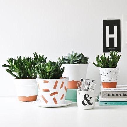 DIY – Pinta tus macetas de barro o de plástico para darles un aire nórdico, hoy en el blog #delikatissen