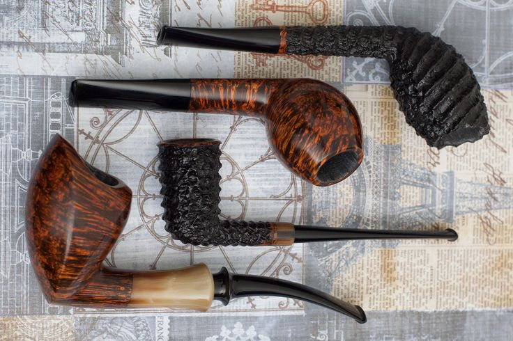 Six pipes from Danish carver Tom Eltang plus fresh pipes from Silver Gray Becker and Bill Shalosky. http://smokingpip.es/2wZe6WI