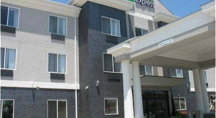Holiday Inn Express & Suites Pittsburg Pittsburg Just off Highway 69 and close to local attractions, including Pittsburg State University, this Pittsburg, Kansas hotel provides a free daily hot breakfast and in-room microwaves and mini-refrigerators.