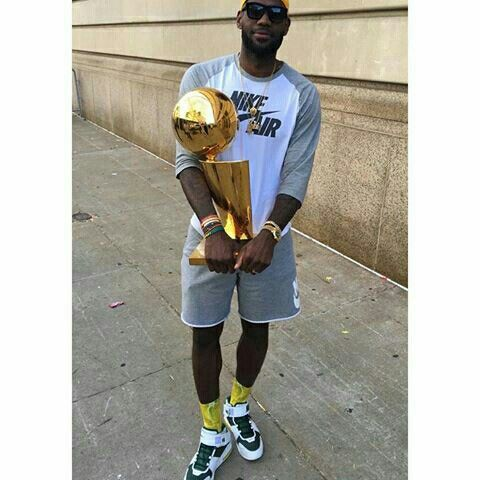 "Incredible. @KingJames broke out the ""Oregon"" LeBron 2 for the @Cavs Championship Parade!  Head to NiceKicks.com for a detailed look at one of the rarest LeBron PEs made -- LINK IN BIO."