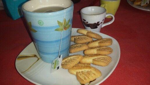 """Buona domenica delle palme a tutti . Colazione con infuso di pesca e ananas, caffè  e biscotti """"le zuppole""""....mooooooooolto buone . Totale 308.1 kcal.    xoxo Chiattoncina Golosa"""