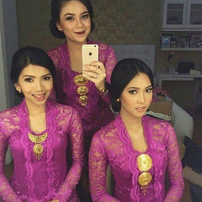 From: http://batik.larisin.com/post/134666702673/kutubaru-kebaya-kebayamodern-kebayawisuda