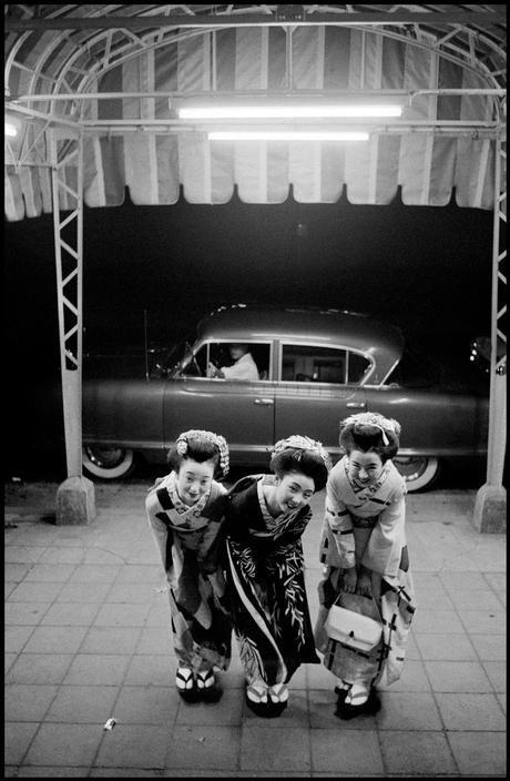 Vintage Deluxe — yellowplushpapers:   Dennis Stock Geishas, Japan ...