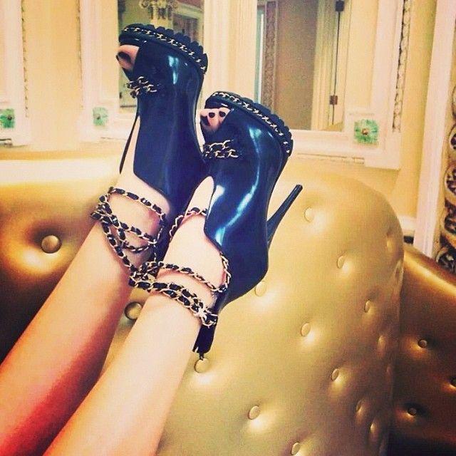 Um dos lançamentos da coleção de Inverno, fiquem ligadas! #ankleboots #heels #fashion #sapatos #shoes #inverno2014