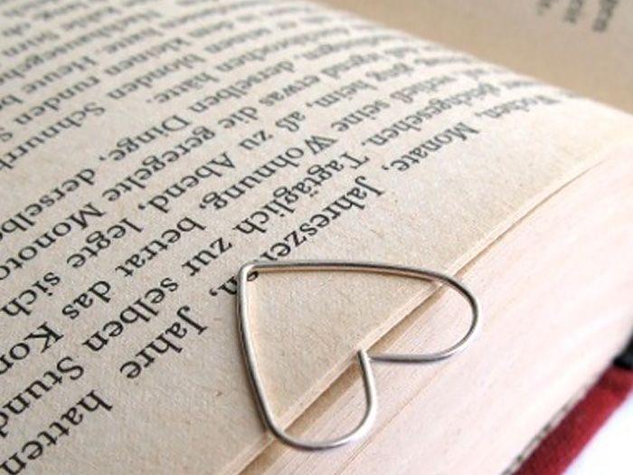 Si eres un amante de los libros, con este DIY conseguirás marcador de páginas de lo más bonito.