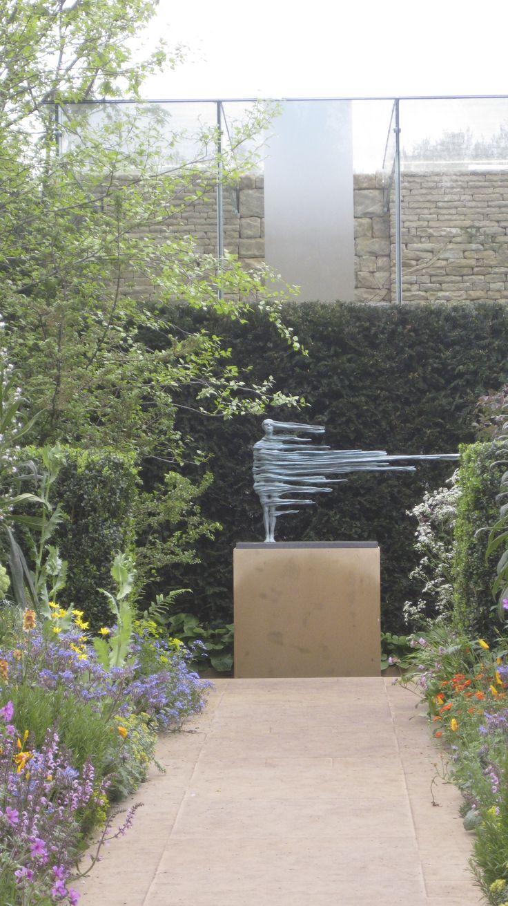 sculpture by anna gillespie | Chris Beardshaw's Chelsea garden