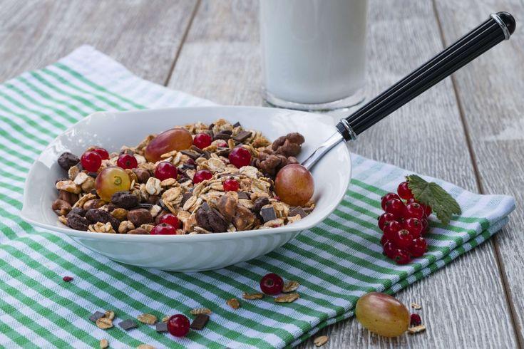 #ahlbeere #berries #breakfast #cereals #cornflakes #crispy #currants #dine #eat #food #gout berry #grape #grapes #healthy #kanstraube #milk #muesli #nutrition #ribes #traeuble #vegan #vegetarian 4k