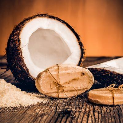 Kokosseife zum Selbstmachen mit nur 3 Zutaten - für exotisches Karibik-Feeling.