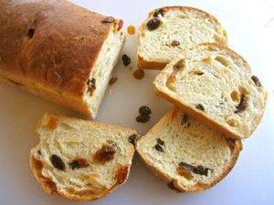 Stap voor stap foto's om zelf rozijnenbrood te bakken: van ingredienten via kneden tot gebakken rozijnenbrood