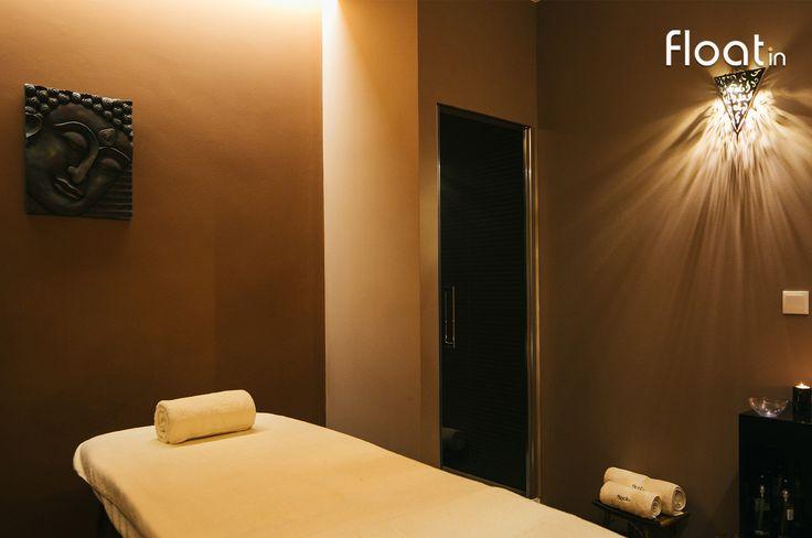 Escolha uma das muitas massagens que existe no menu Float in, bem como tratamentos faciais e corporais!