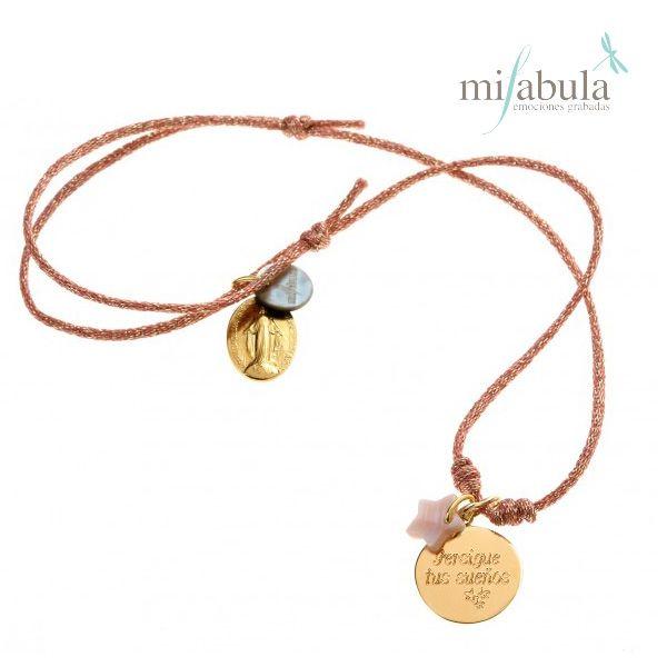 """""""Persigue tus sueños"""" un collar lleno de motivación para regalar a esa persona tan especial. http://www.mifabula.com/es/328-pulsera-mini-opale-nacar-cordon-dorado.html"""