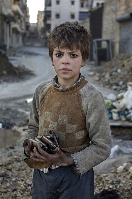 Niclas Hammarstrom photographed his series from October 2012 to January 2013 in Aleppo (Syria)