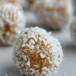 Qumbe (docinho de coco africano) @ allrecipes.com.br