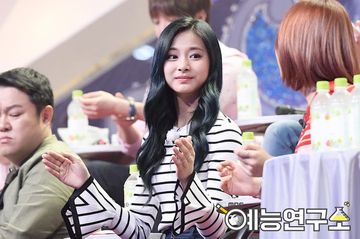 K-world Style (K-pop & K-Drama Fashion): The Twice Maknaes, Tzuyu and Chaeyoung on King of Mask Singer (1)