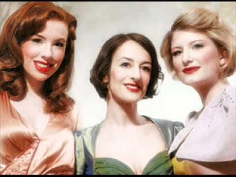 ▶ The Puppini Sisters - In The Mood - YouTube