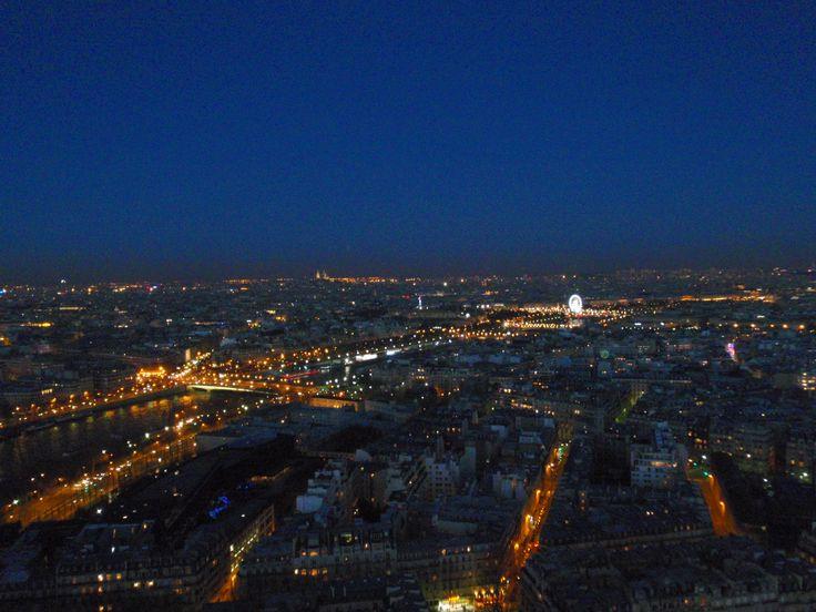 Cae la noche sobre Paris