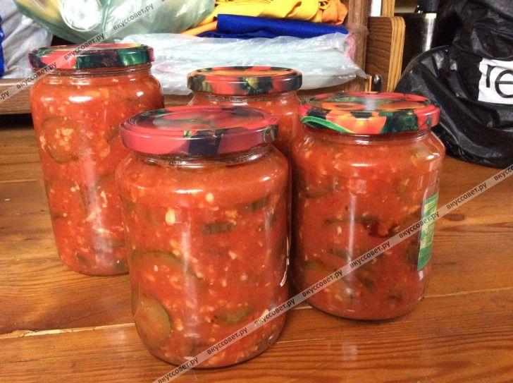 Предлагаю вашему вниманию очень вкусный и простой рецепт заготовки на зиму из томатов и огурчиков. Все ингредиенты самые простые, а получается изумительно вкусный огуречный салат. Рецепт мне дала одна очень хорошая домохозяйка, которая все знает о консервировании и мариновании на зиму