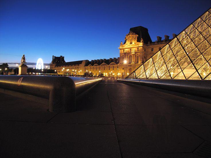 Carrousel du Louvre by avg