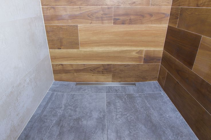 Plato ducha mismo nivel que el pavimento con sumidero lineal