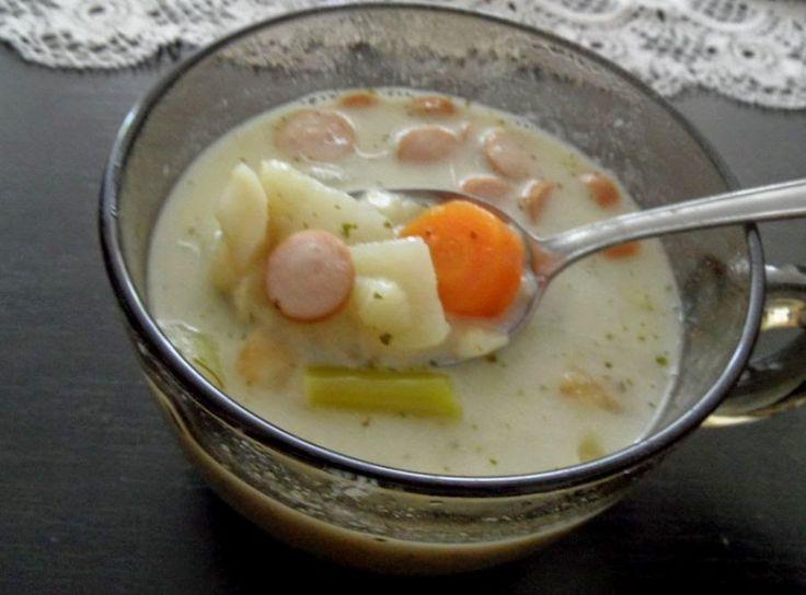Egytálétel sűrűségű virslis-tejfölös karalábéleves http://hzias2.blogspot.se/2015/04/egytaletel-surusegu-virslis-tejfolos.html