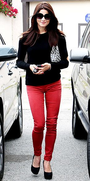 black sweater, red bottom: Red Skinny Jeans, Colors Jeans, Red Jeans, Black Pumps, Black Tops, Black Sweaters, Red Pants, Red Black, Ashley Green