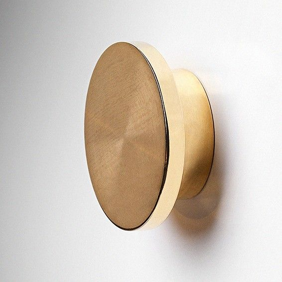 The Circus is available in lacquered steel or untreated brass or copper. The brass and copper handles will age beautifully thanks to the rawness of the material. Diameter 45mm. Thickness 16mm.