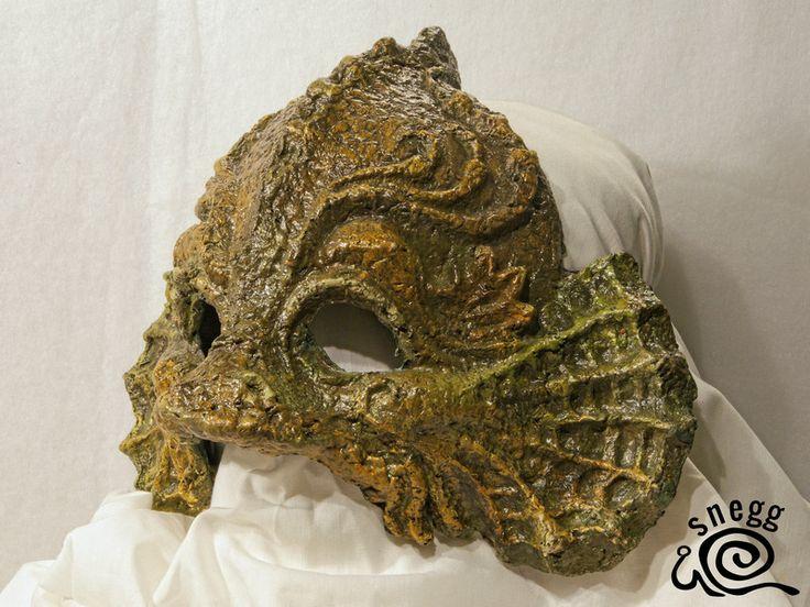 Hier sehen Sie die Maske – WASSERWESEN I Alle Masken wurden handgefertigt. masken kaufen karneval maske karnevalsmaske