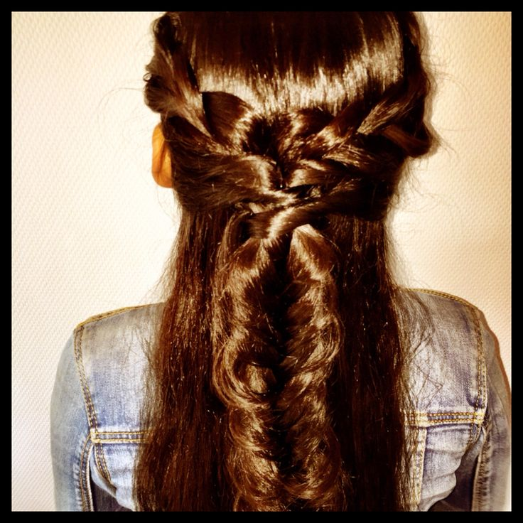Love2Braid Braidstyles #braids #updo #vlechten #fashion #braidstyles #hairstyles #hairstyle #hair #hairdo #festivalhair #boholook #ibizastyle #stylist #love2braid #style #fashion #coachella #dutchbraid #fishtail #frenchbraid #ibizastyle #weddinghair
