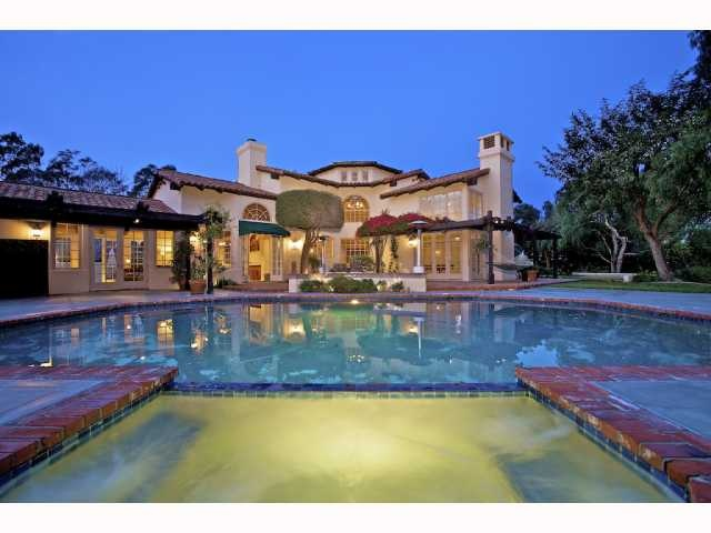 aaron rodger's house in del mar... I think we could raise a beautiful family here.. I could handle it (and him)