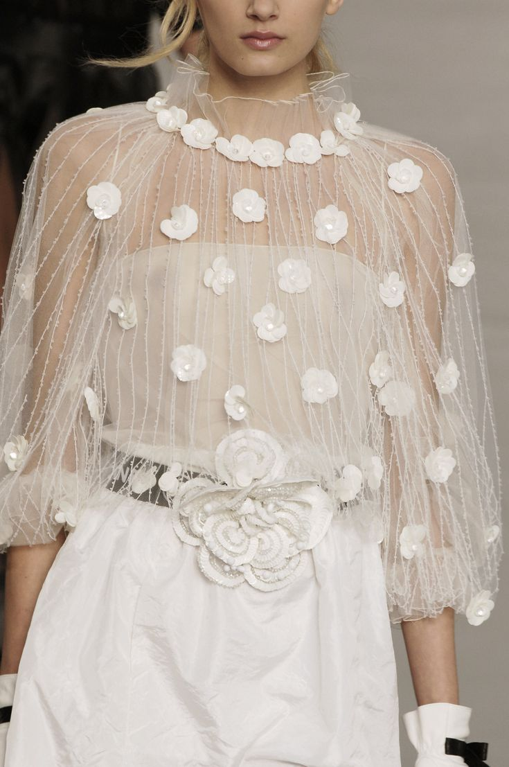 Chanel at Paris Fashion Week Spring 2006 - Details Runway Photos
