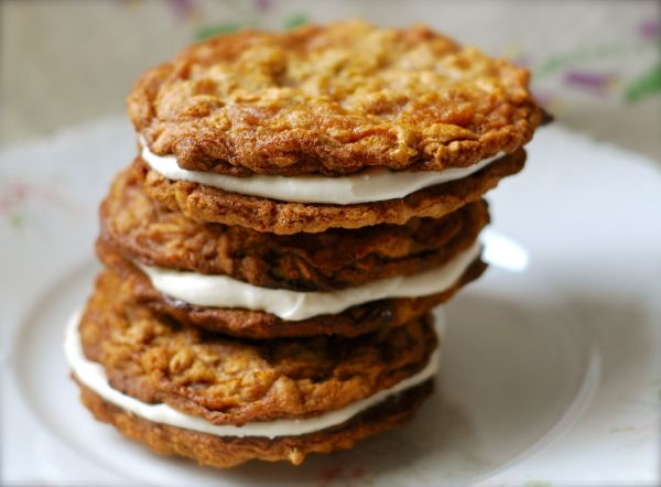 amish baked oatmeal oatmeal creme pie moon pies a fan sandwich cookies ...