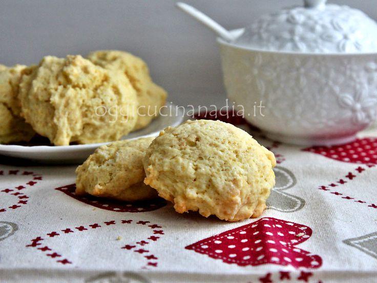 Le pastarelle morbide sono dei biscotti soffici dalla forma irregolare, ottimi da inzuppare nel latte a colazione o da consumare anche con un caffè.