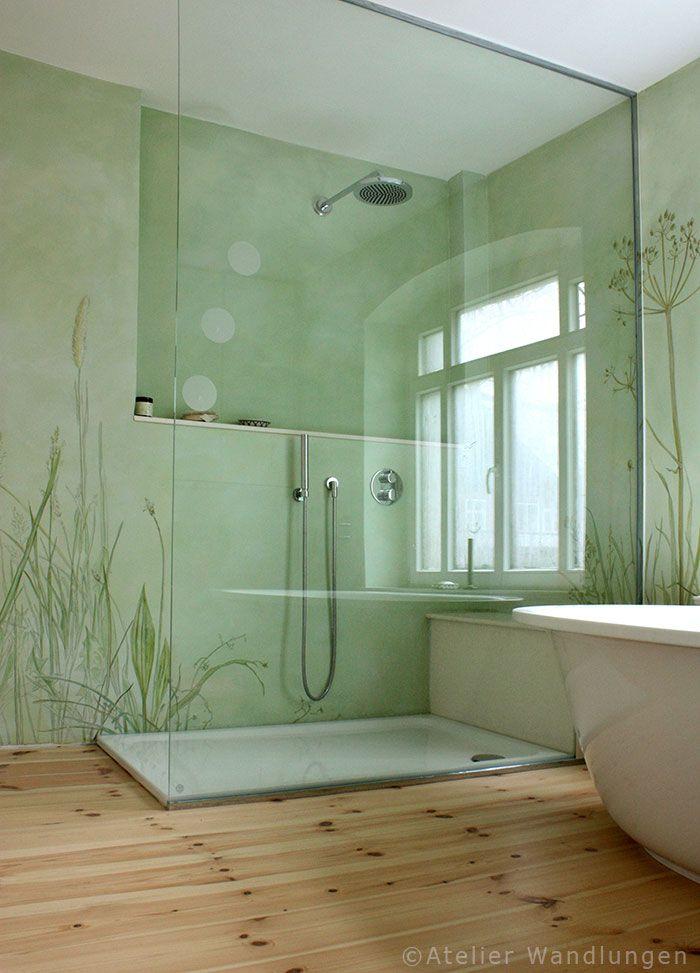 Gräser und Fingerhut auf Lasurmalerei im Badezimmerzimmer, wasserabweisender Schutzanstrich, bathroom in Berlin with mineral paint