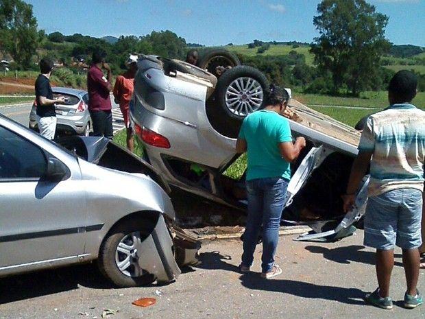 #News  Mulher fica ferida após acidente com capotamento na BR-267, em Serrania