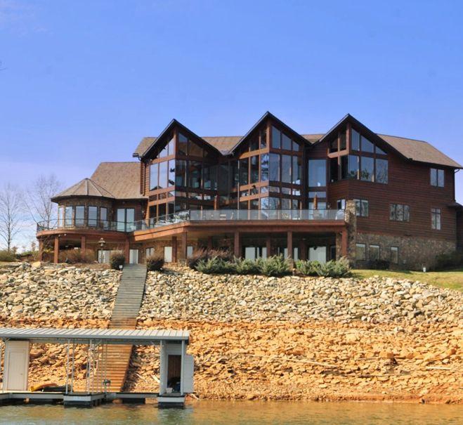 Lake Homes Fancy