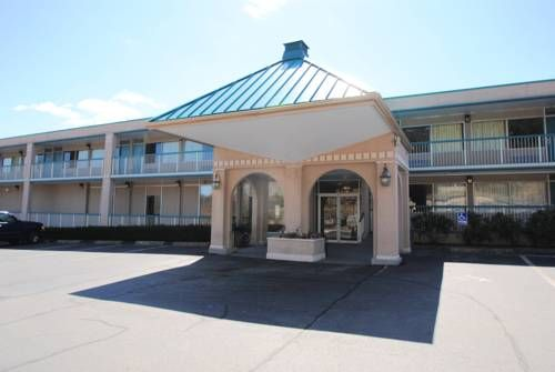 Motel 6 Groton - Mystic Groton (Connecticut) Motel 6 Groton is located minutes from Interstate 95 in the heart of Groton. Connecticut College, Mitchell College, Ocean Beach Park, Mohegan Sun and Foxwoods Casino are just minutes from this Groton hotel.