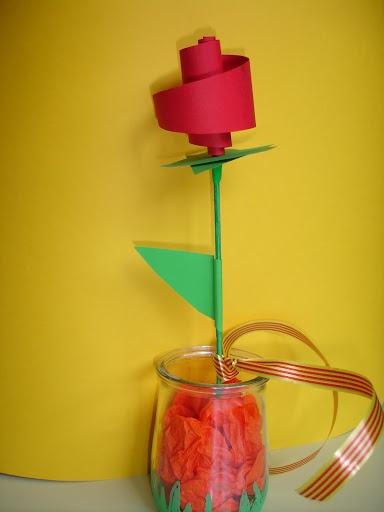Rosa , feta amb cartolina, i molt maca !!! :-)