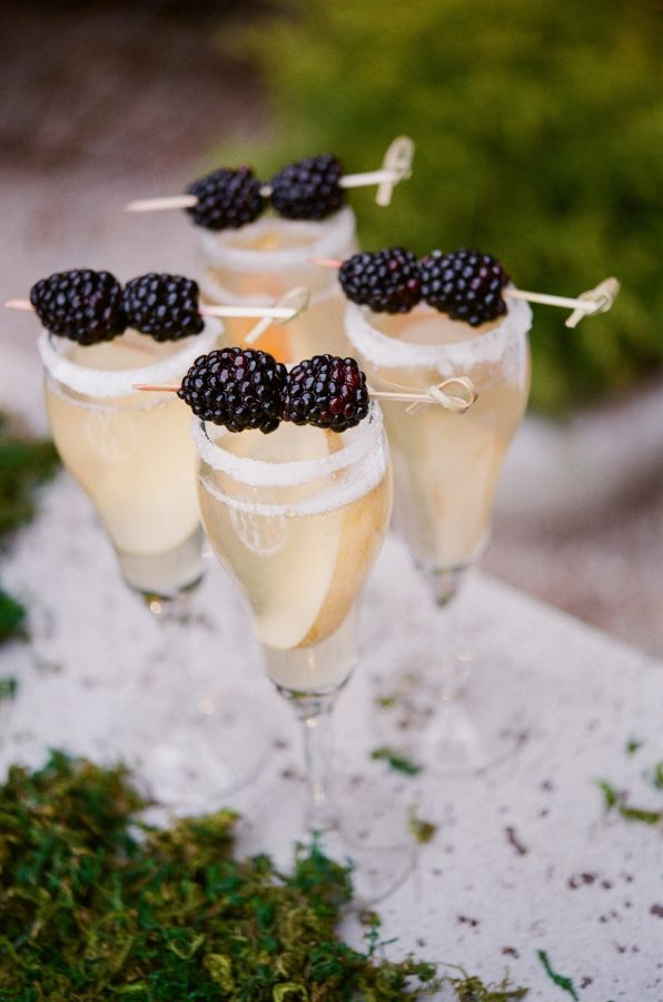 Blackberry champagne cocktails. Perfect for a August wedding.