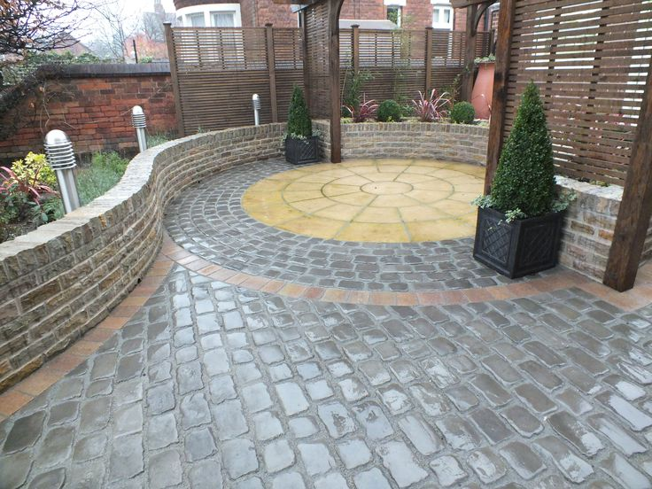 'Best Project by a New Member' went to Ross Oswin Landscapes for his rear garden makeover featuring Drivesys Original Cobble, Fairstone Walling in Autumn Bronze and a Coach House Paving Circle #garden #landscaping