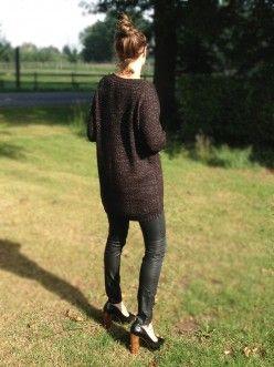 Grof gebreide trui van Ichi met langere achterkant en een mooie wijde hals. #ICHI #Mutzi #Trui