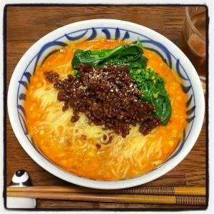 陳 建太郎さんの中華麺を使った「極上タンタン麺」のレシピページです。ごまの香りが香ばしく、手づくり芝麻醤が極上の味わいのタンタン麺です。丼に入れるベース調味料の順番を守ることがコツです。 材料: 中華麺、チンゲンサイ、万能肉そぼろ、スープ、A、ラーユ