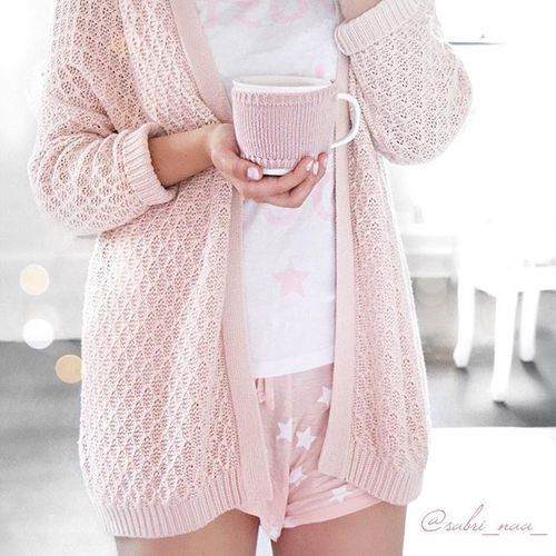 I don't usually like pink but this is adorable... i can imagine myself wearing this with a cup of tea watching  Netflix.